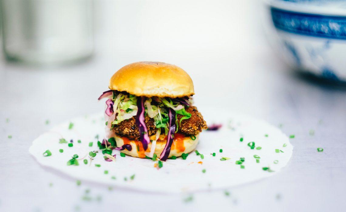 veganer-quinoa-falafel-burger